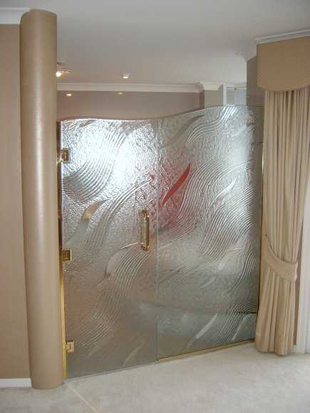 glass-ensuite-doors-sov.-islands